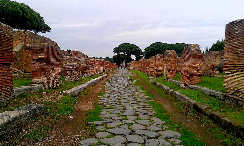 scavi ostia antica decumano massimo